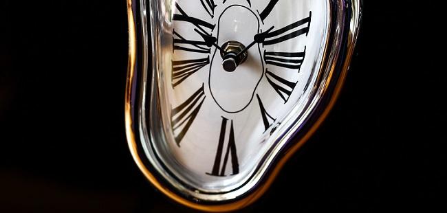 ダリを象徴する奇妙な時計