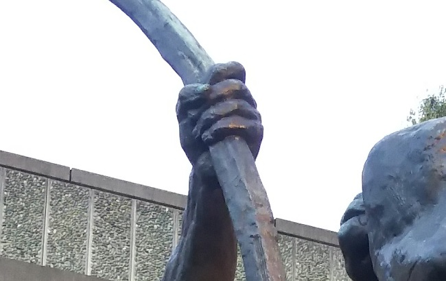 「弓をひくヘラクレス)エミール=アントワーヌ・ブールデル作